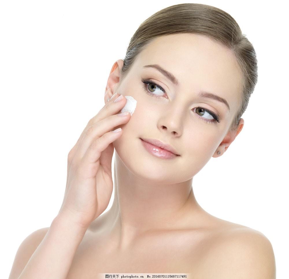 抹护肤品的美女图片素材 护肤品 美白女性 美容模特 时尚美女 性感
