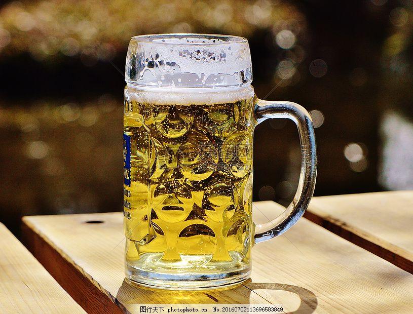 溢杯冰啤酒手绘