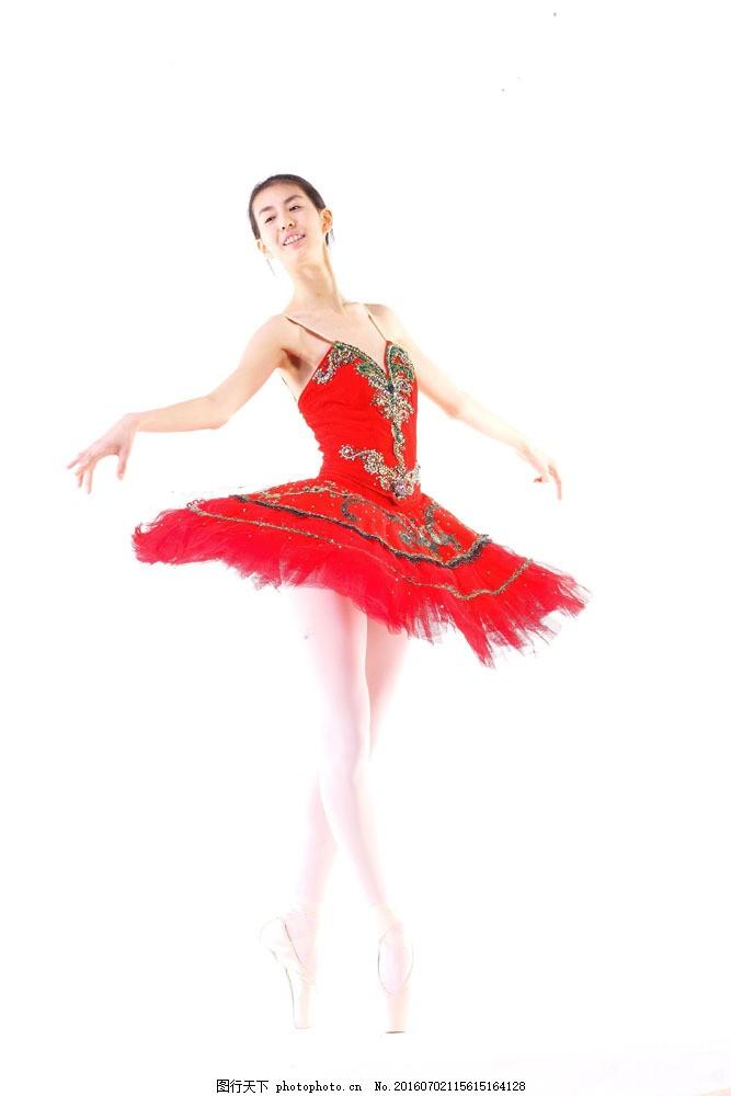 表演芭蕾舞的美女演员图片