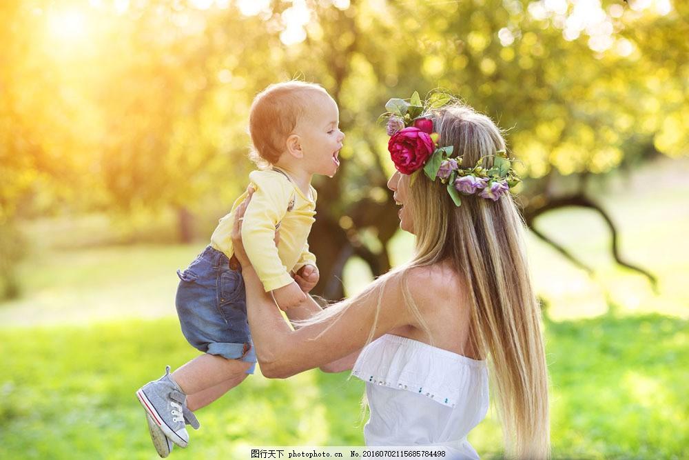 一家人 幸福家庭 枫叶 妈妈 小女孩 大人小孩 亲子 生活人物 家庭图片