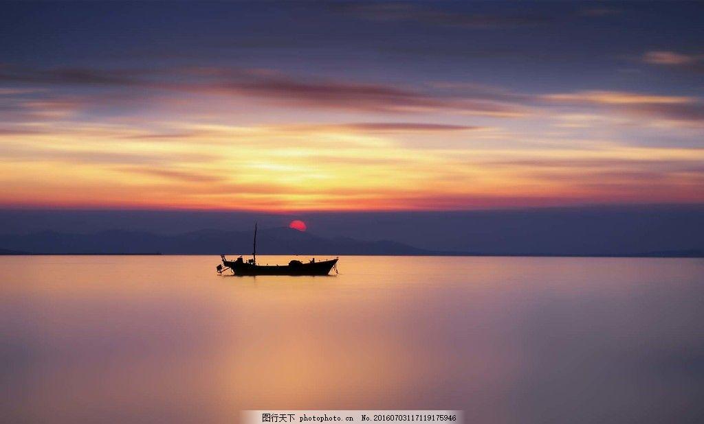 海上小船风景图片