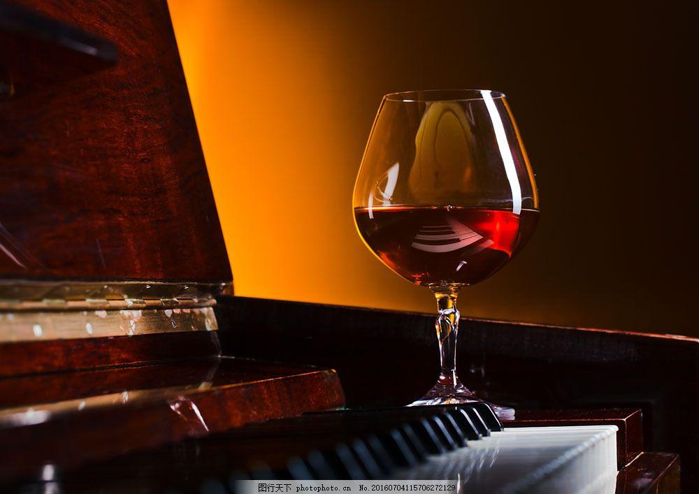 钢琴与红酒图片素材 钢琴 红酒 饮料 玻璃杯 酒类图片 餐饮美食 图片