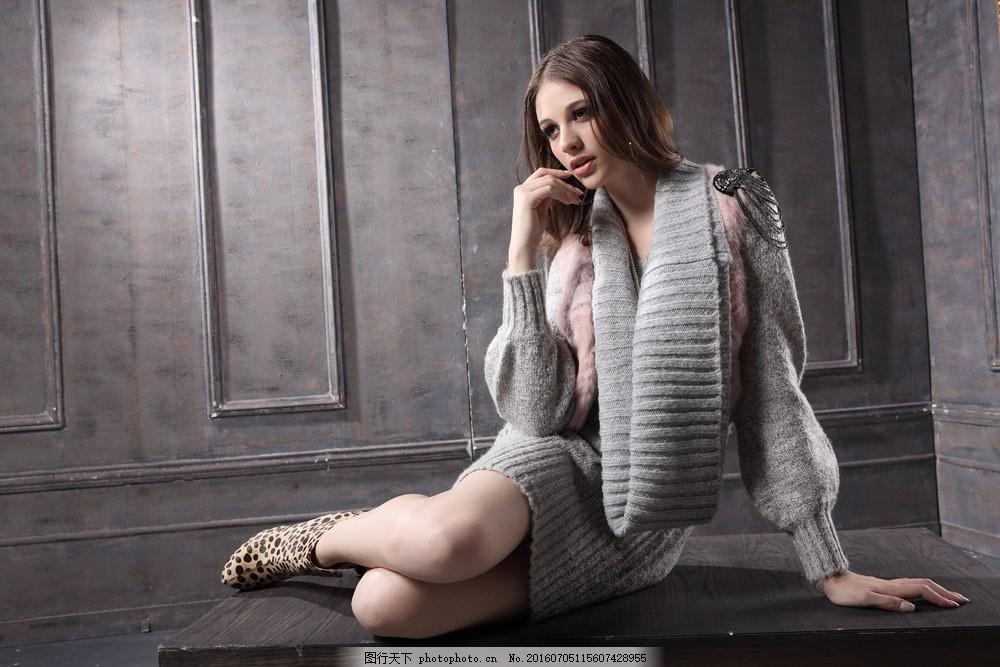 时尚毛衣服饰美女图片