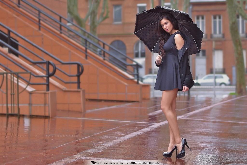 雨中撑伞美女图片,下雨天 雨滴-图行天下图库
