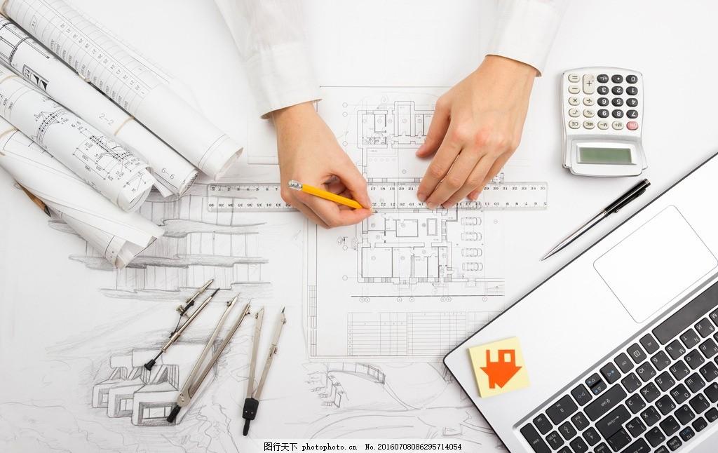 画建筑图纸的人物 打字 办公 建筑设计师 圆规 建筑 设计师 工程师