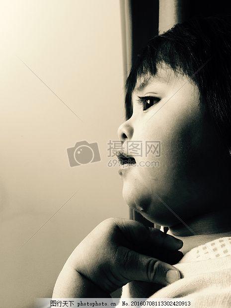 可爱的小孩侧面 侧面 侧脸 眼睛 睫毛 头发 人物 人像     红色 jpg