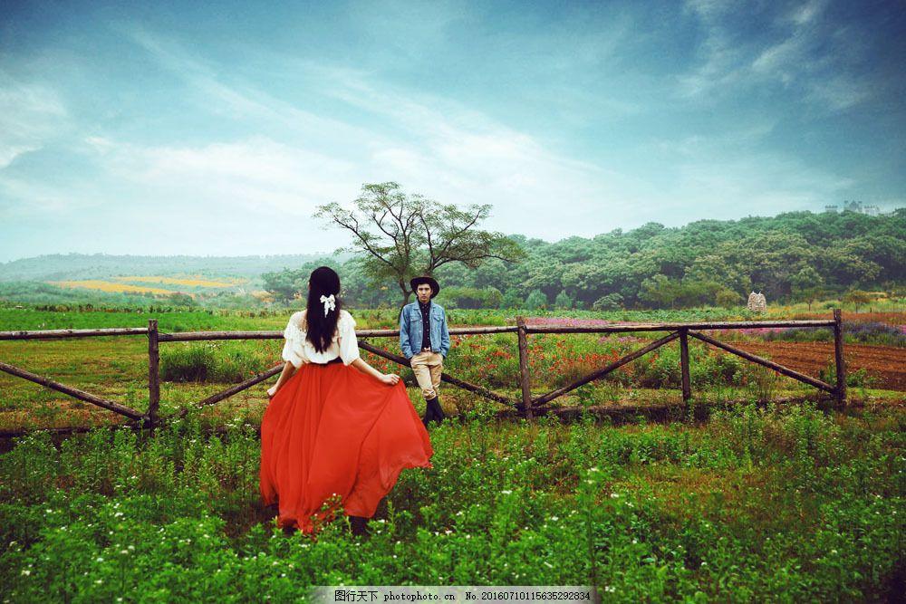 牧场婚纱艺术照 牧场婚纱艺术照图片素材 牛仔风格 牧场风景 蓝天