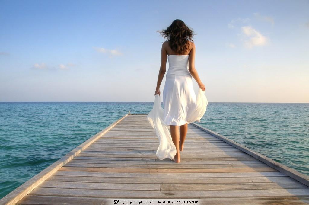 俄罗斯美女背影 女生背影 白裙 裙装