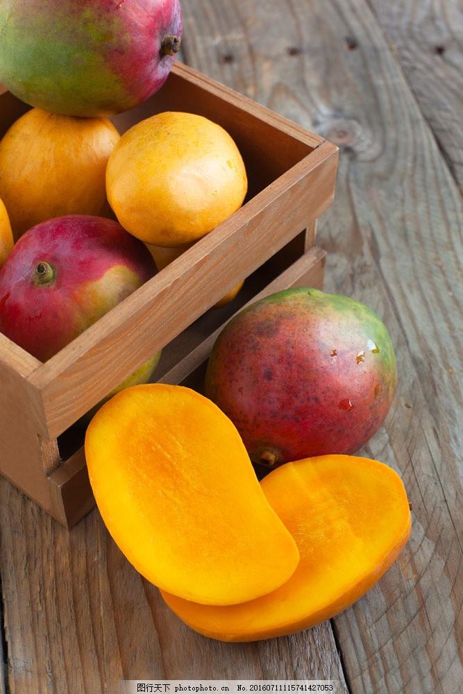 木盒子与芒果图片素材 芒果 石榴 果实 果子 水果 新鲜水果 水果背景