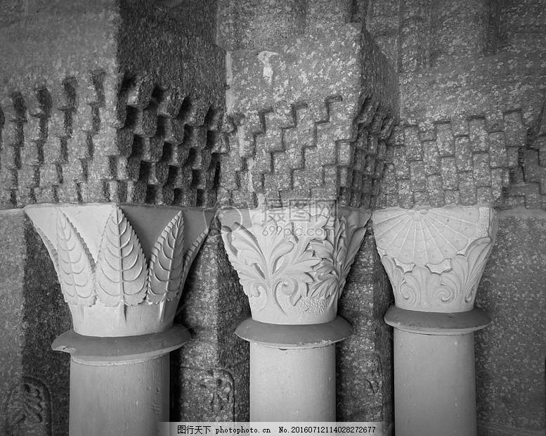 刻满花纹的柱子