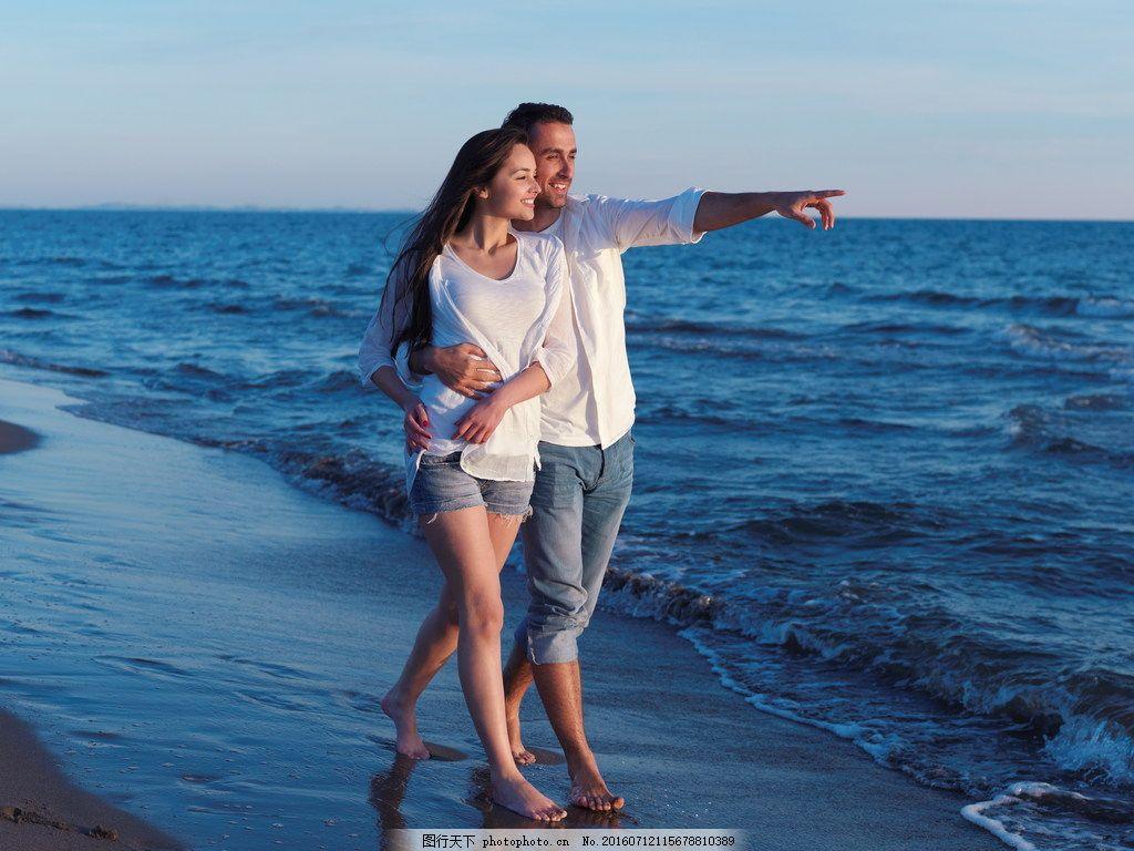 高清看海欧美情侣图片下载 欧美情侣图片 情侣 海边 看海 踏浪