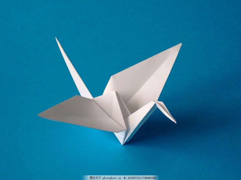 手折白色纸鹤图片