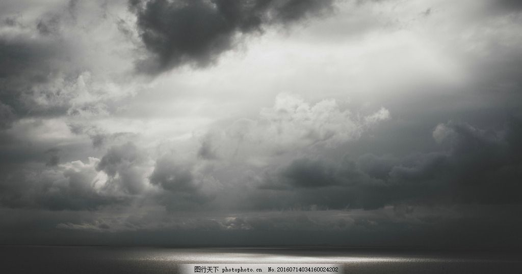 阴暗 海上 天气 乌云 海面      摄影 自然景观 自然风景 300dpi jpg