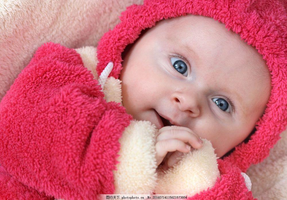 穿毛绒衣服的外国小孩 穿毛绒衣服的外国小孩图片素材 可爱 蓝眼睛