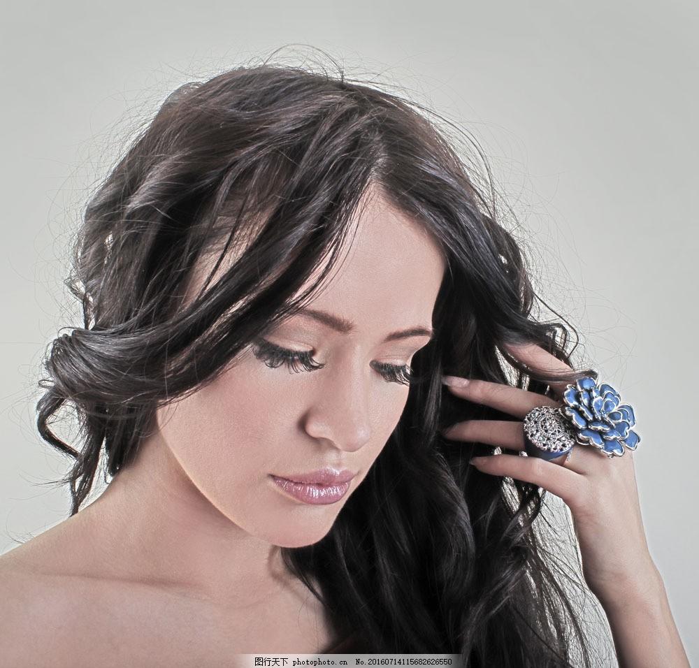 闭眼的美女图片素材 闭眼 美发 戒指 美女 女人 外国女人 美女图片