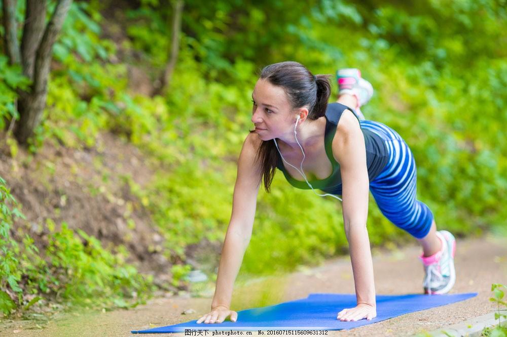 健身的性感美女图片素材 性感美女 健身 运动 锻炼 时尚女性 美女模特
