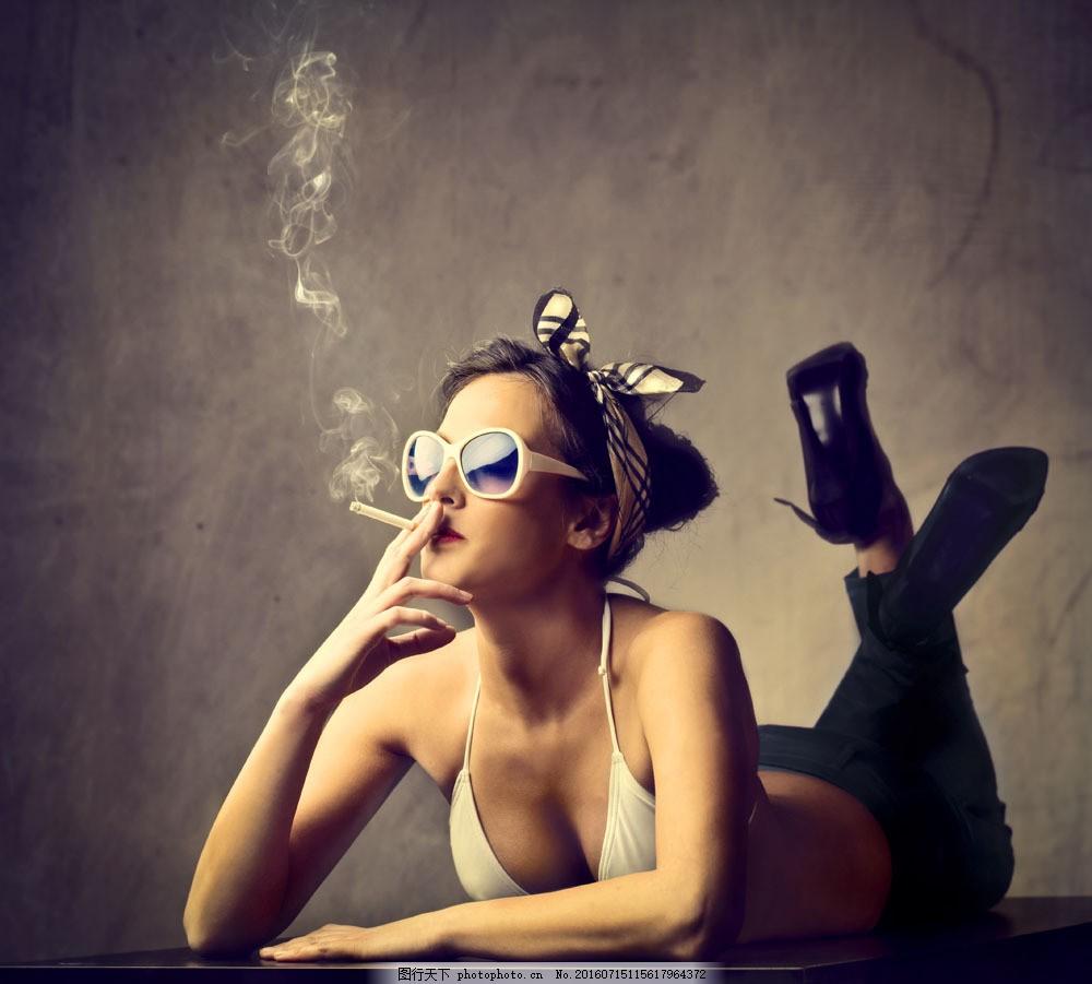 女人图片素材 戴墨镜的美女 抽烟的女人 香烟 抽烟的美女 吸烟的美女