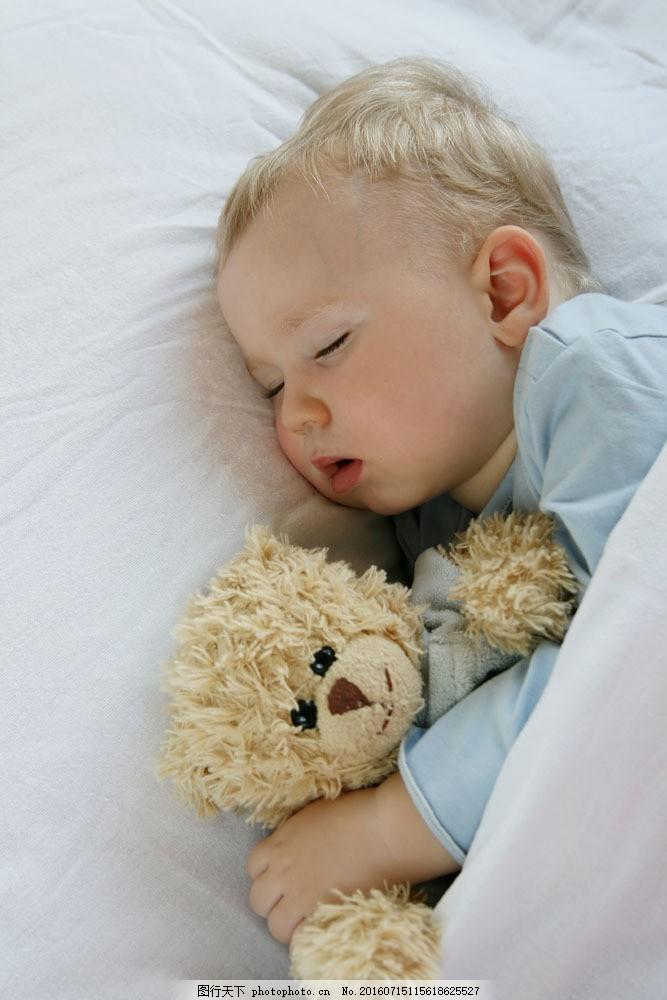 睡觉的外国小孩儿图片