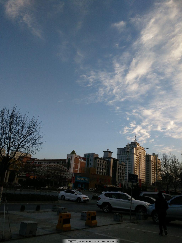 冬日的天空 蓝天白云 冬日的早晨 城市一角