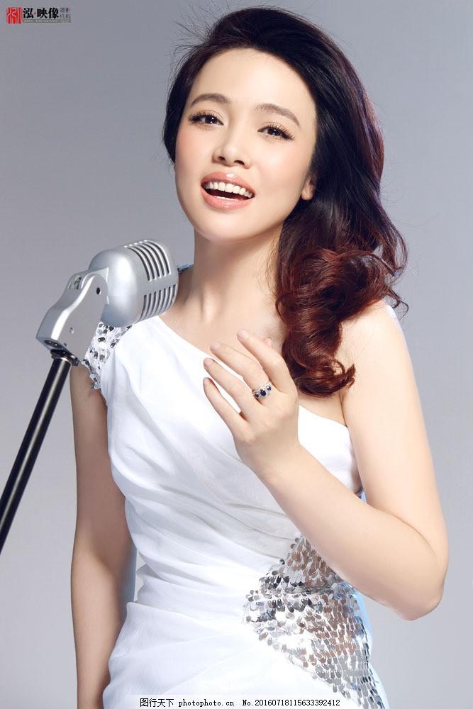 唱歌的明星偶像图片
