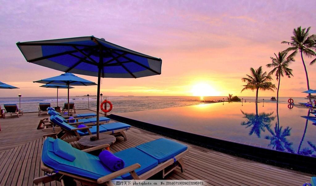 海边躺椅 黄昏 海边 海滨 休闲椅 躺椅 太阳伞 夕阳 素材 摄影 生活