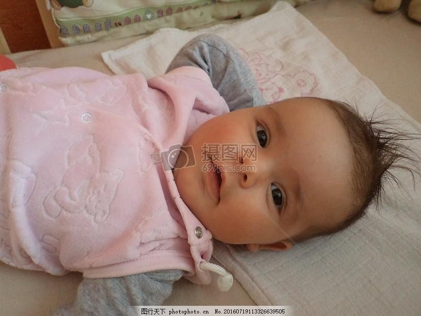 睁大眼睛的孩子 大眼睛 可爱 头发 小孩 睡着 嘴巴 双眼皮     红色