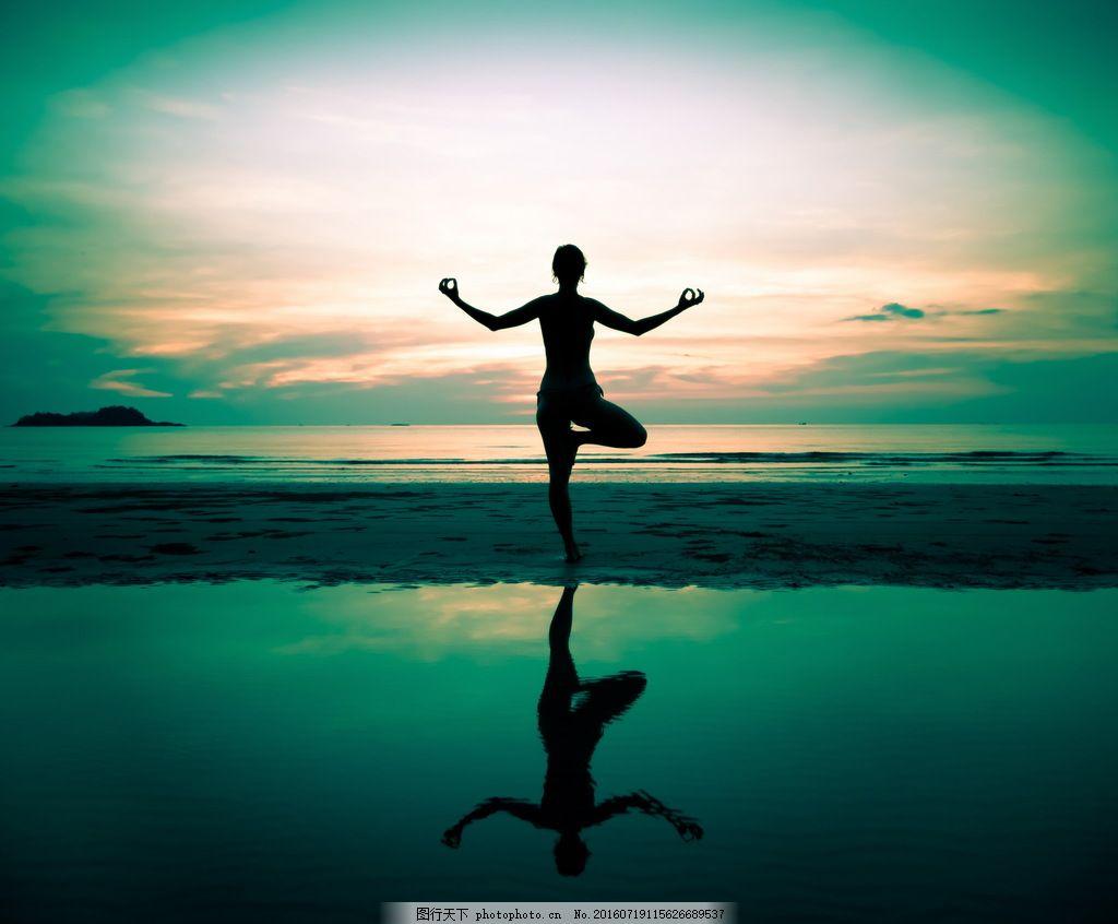 瑜伽美女水边剪影图片素材 单腿站立 倒影 姿势