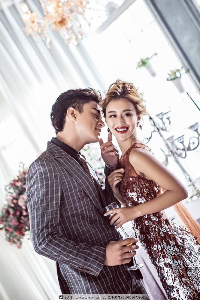 干杯喝酒的新人 干杯喝酒的新人图片素材 新人情侣 新婚夫妻 新郎新娘
