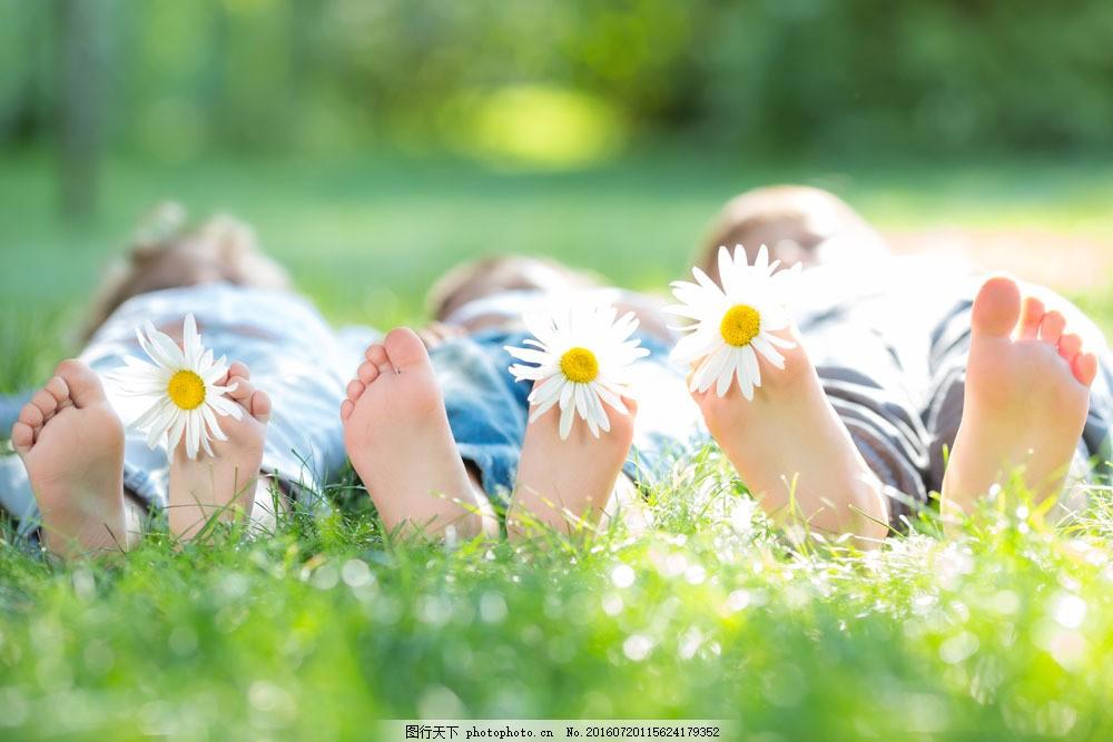 可爱的脚丫子与花朵图片