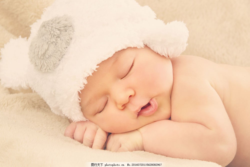 趴着睡觉的可爱宝宝图片