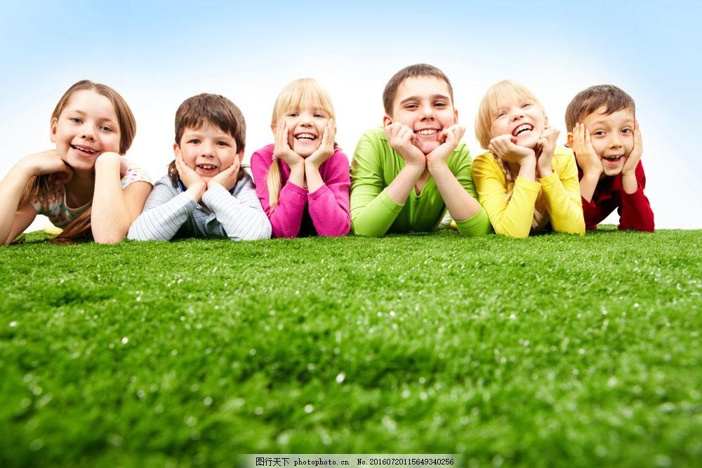 躺在草地上的孩子们图片素材 人物 儿童 可爱 天真 稚气 顽皮 户外