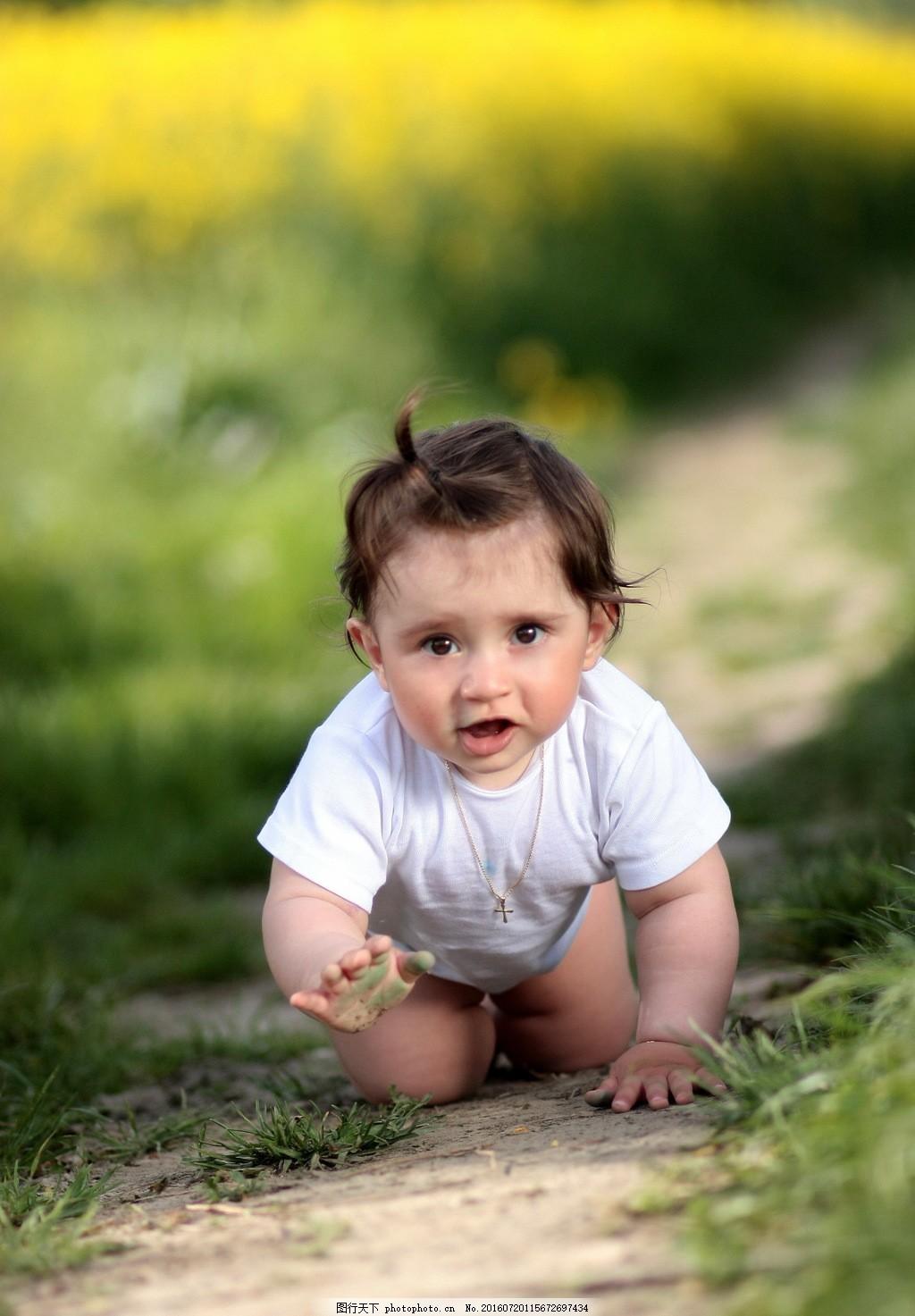 外国宝宝爬行图片