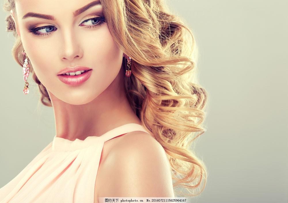 卷发女人图片图片