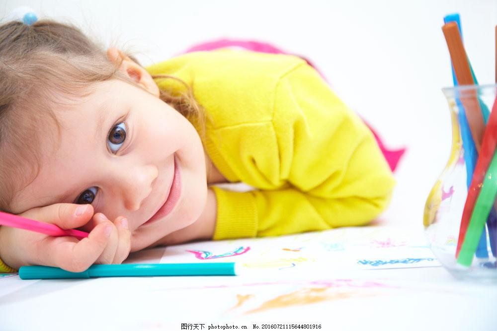 画画的外国女孩图片素材 幼儿 画画 小女孩 小学生 小孩子 外国儿童