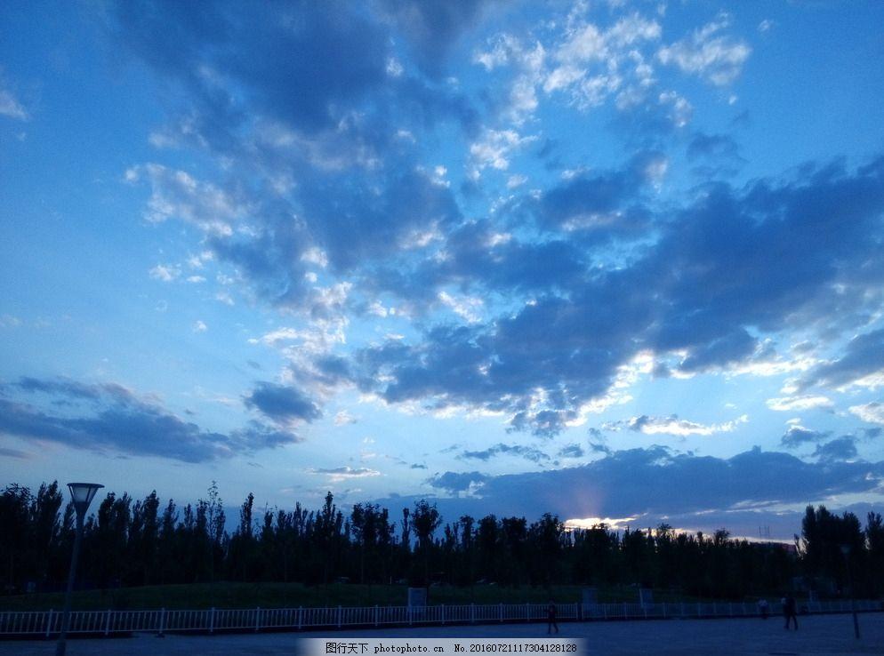 黄昏 落日 新疆 克拉玛依 天空 摄影 旅游摄影 国内旅游 72dpi jpg