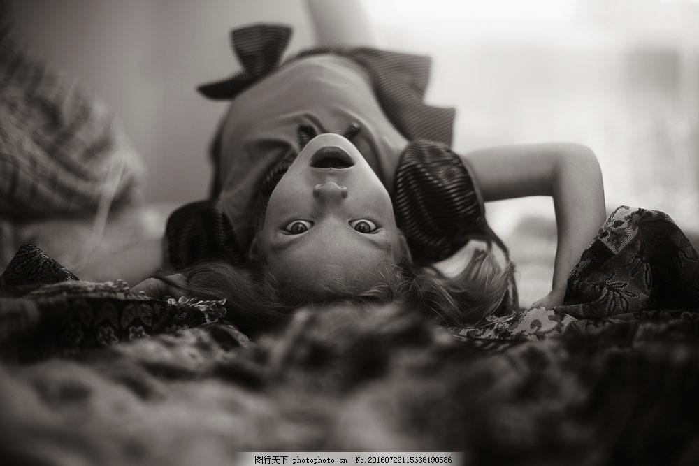 表情惊恐的女孩图片