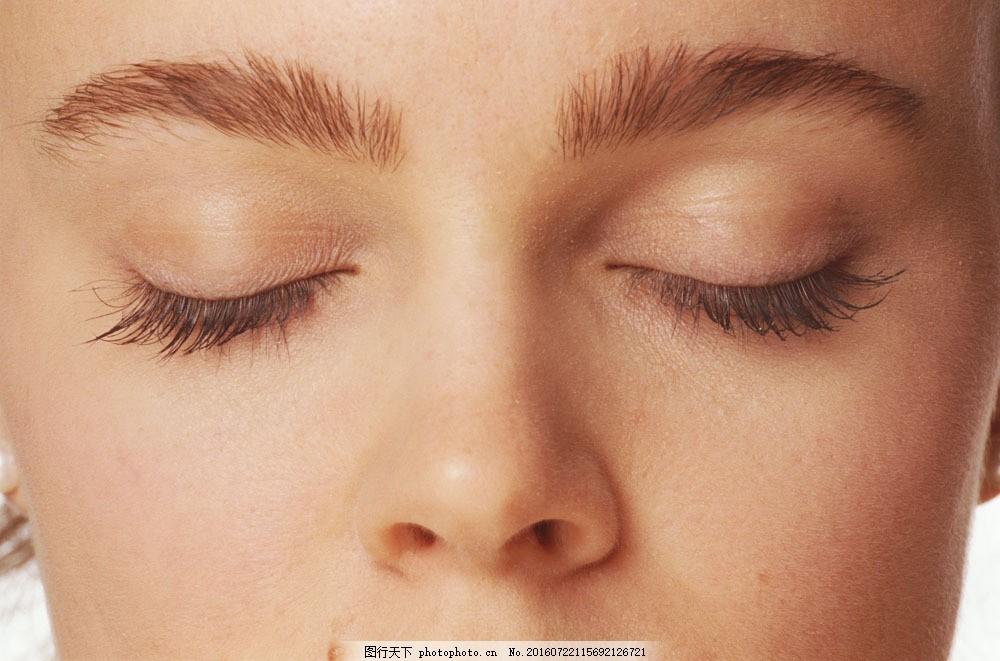 闭眼的美女图片素材 闭着眼睛 美女模特 欧美女性 外国女人 生活人物