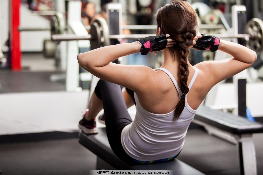健身房健身美女图片