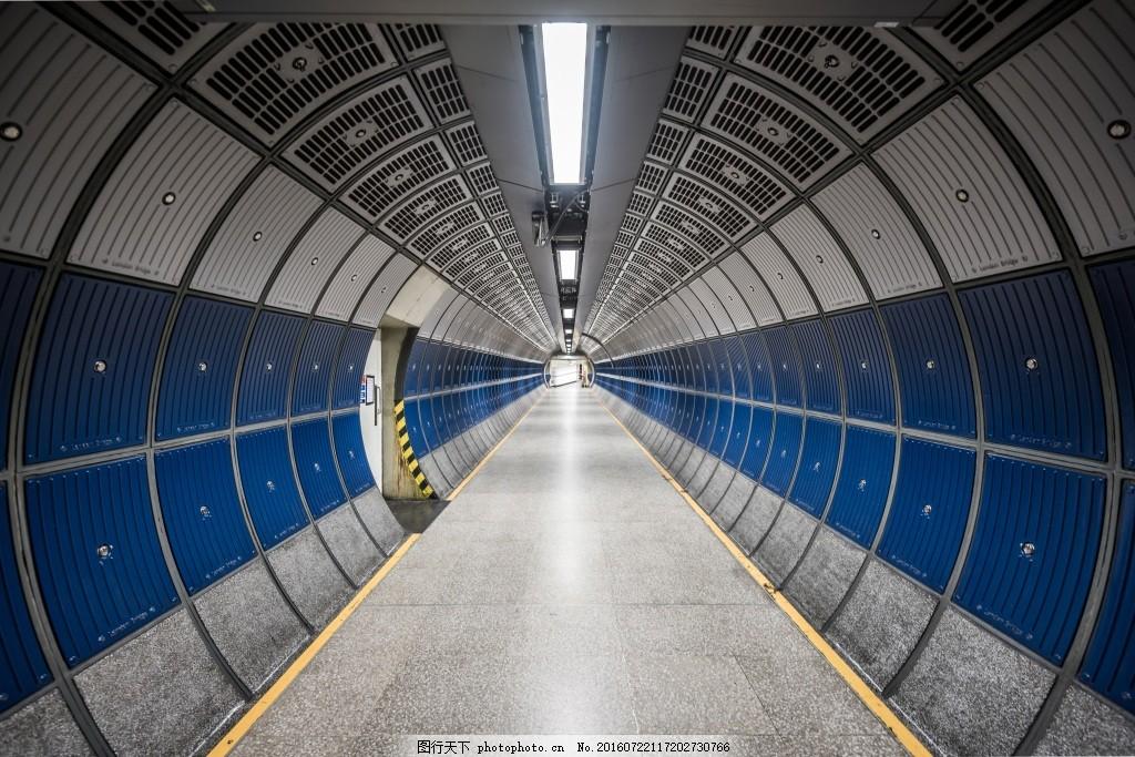 现代室内结构 走廊 圆管 地板 透视 灰色