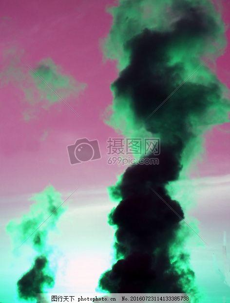 升腾的绿色烟雾