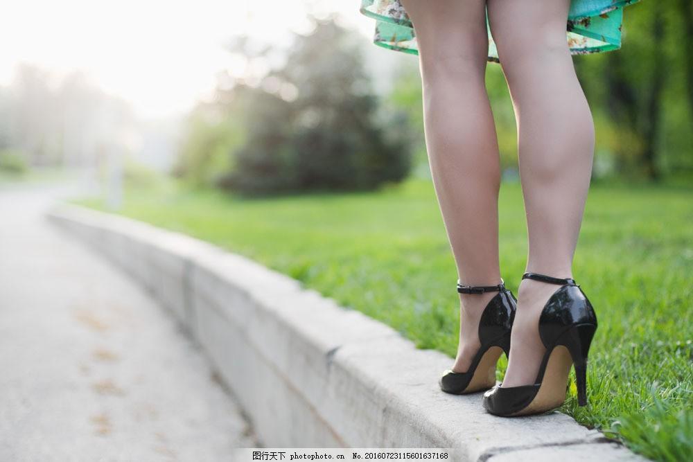 穿高跟鞋的美女摄影 穿高跟鞋的美女摄影图片素材 性感美腿 性感美女