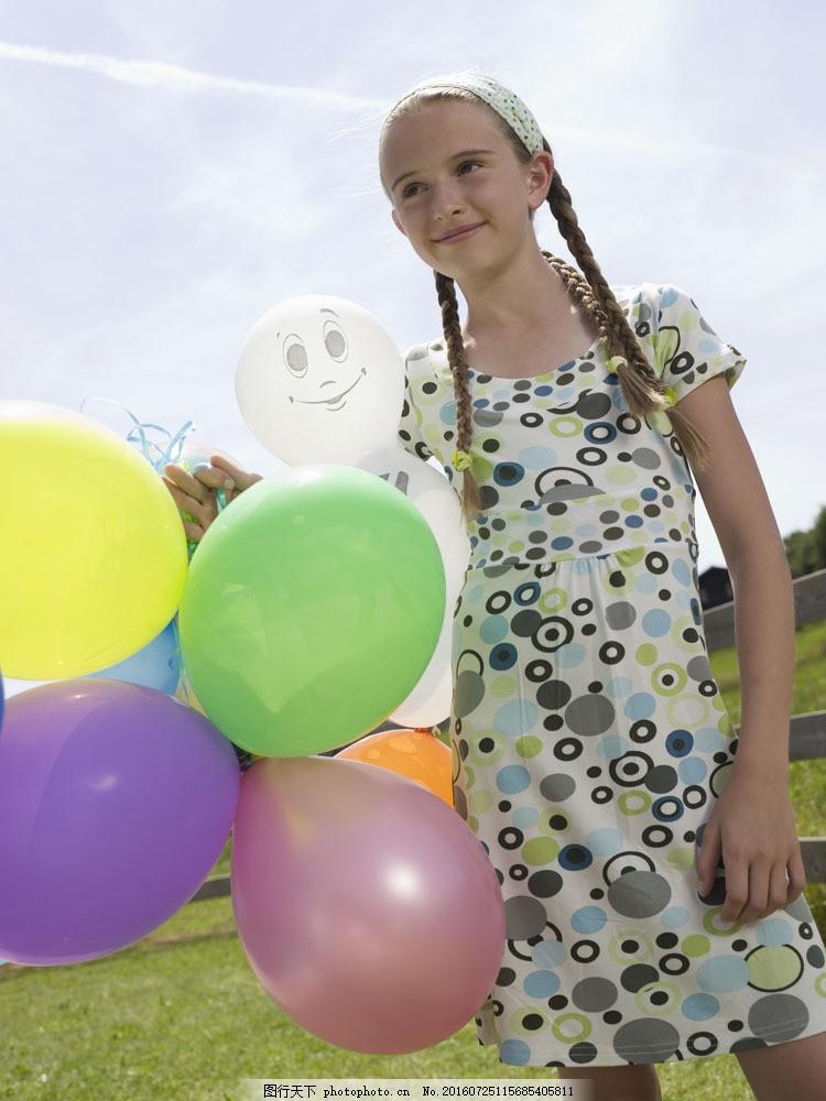 可爱小女孩图片素材 外国家庭 幸福家庭 儿童 小女孩 气球 可爱女生