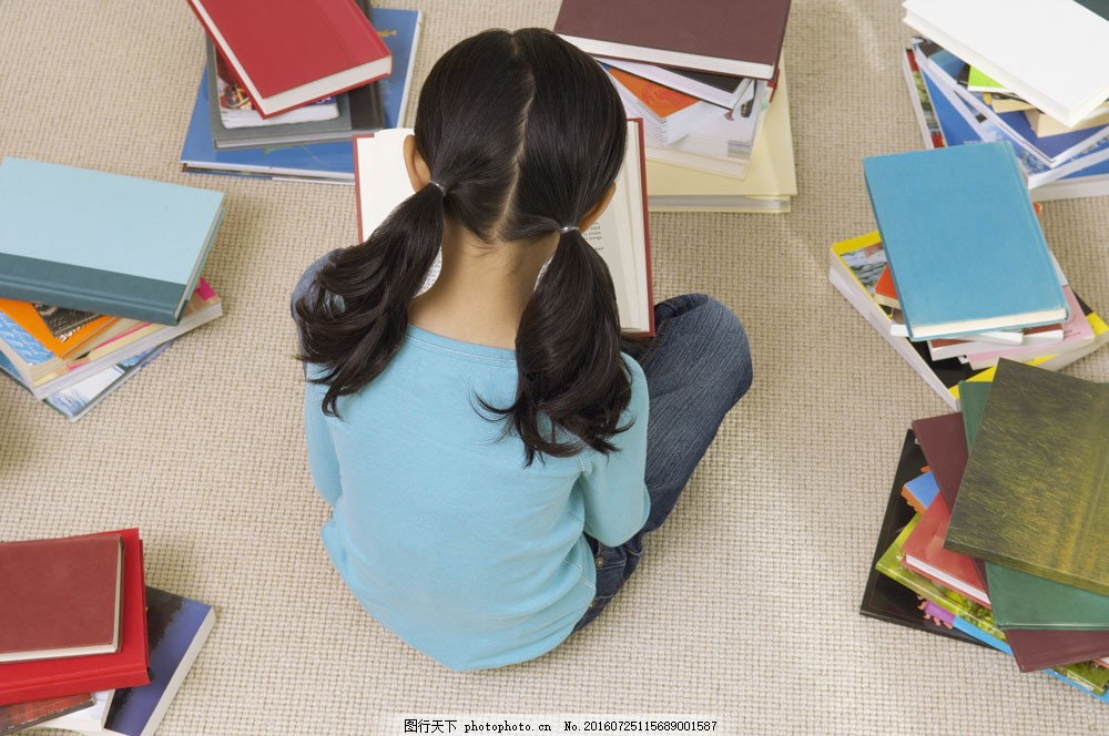 人物 人物摄影 人物素材 儿童 儿童摄影 小孩 书本 课本 女孩背影