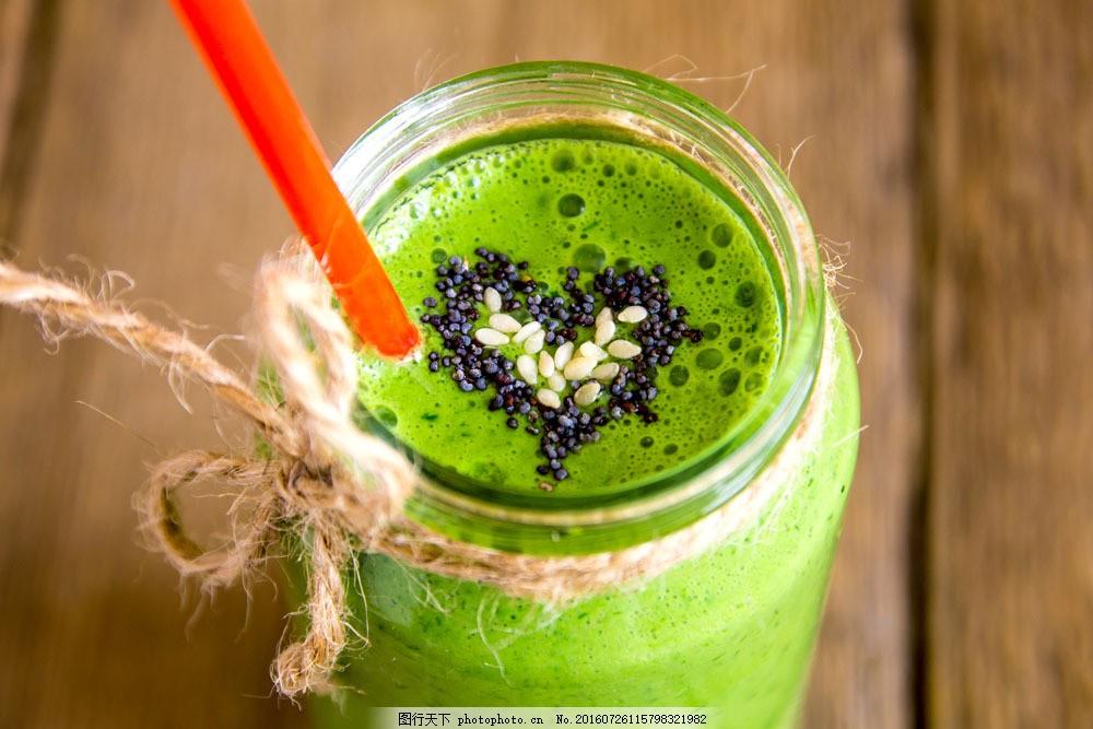 插着吸管的蔬菜汁图片素材 蔬菜汁 绿色植物 餐厅美食 美味 玻璃杯 绿