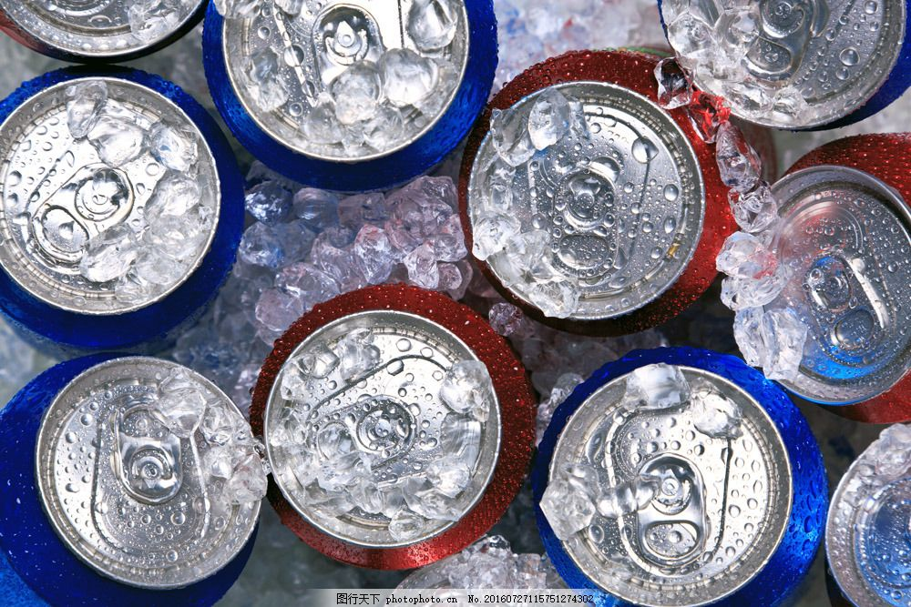 冰冻的啤酒 冰冻的啤酒图片素材 冰块的啤酒 酒水饮料 易拉罐 冰爽