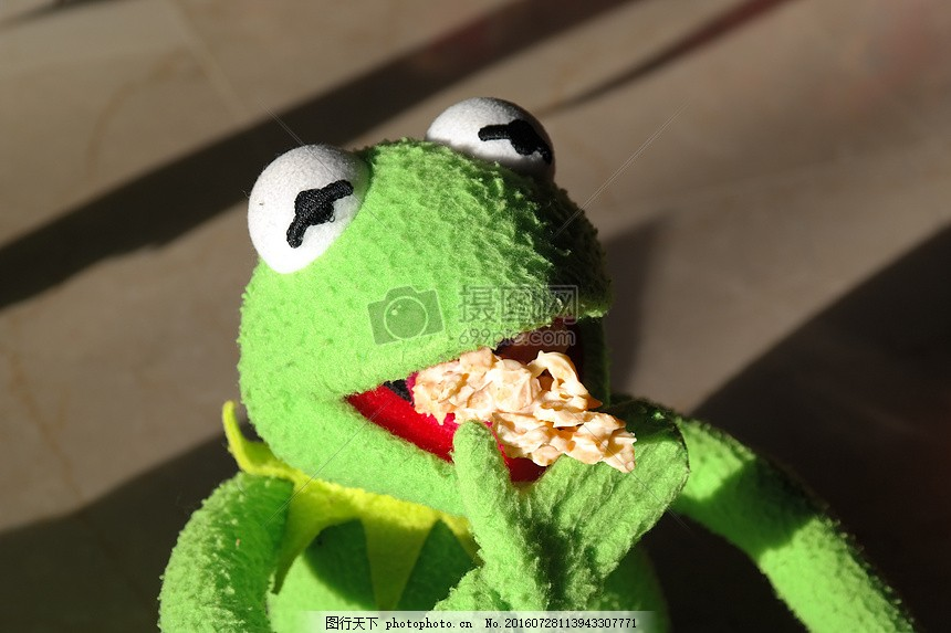 吃东西的青蛙 冰淇淋 玩偶 动物 有趣 粗糙     红色 jpg