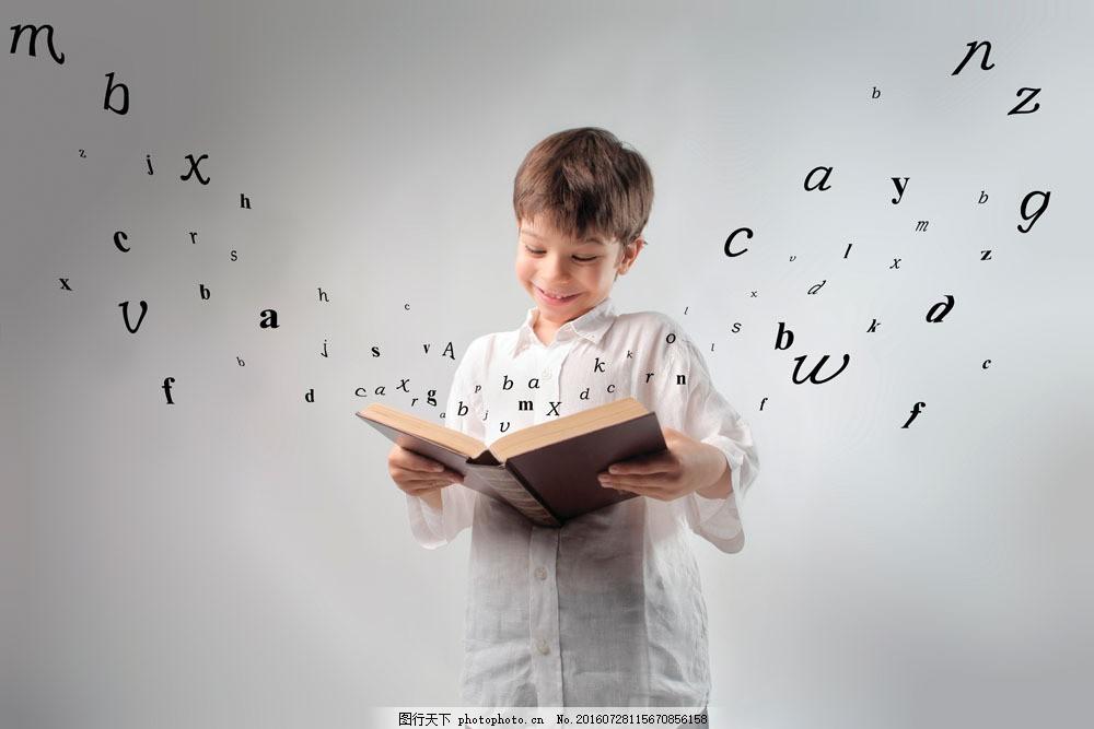 人物 儿童 可爱 天真 稚气 顽皮 小男孩 看书 学习 书籍 知识 字母