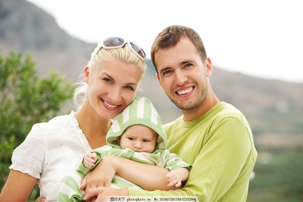 小孩可爱笑容图片