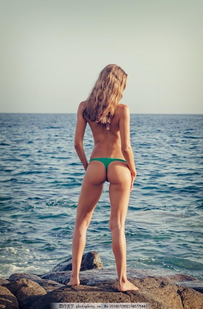 海景 海岸 海边美女 泳衣 泳装 比基尼美女 背影 写真 摄影 风景 风光
