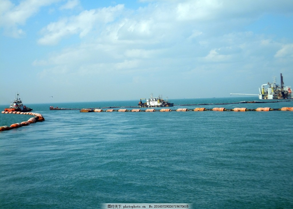 海湾 大海 碧绿海水 蓝天白云 施工 吸沙 清理垃圾 清理海面